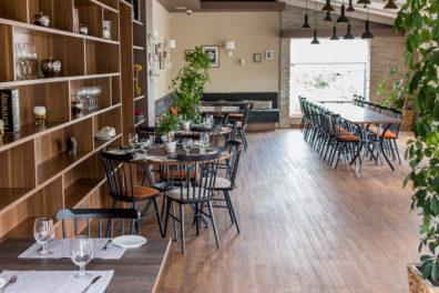 ton-kresli-bariem-restoraniem-4