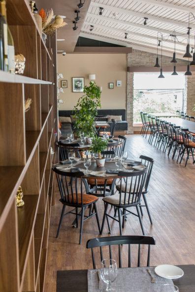ton-kresli-bariem-restoraniem-5
