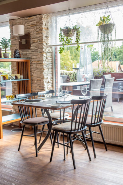 ton-kresli-bariem-restoraniem-6