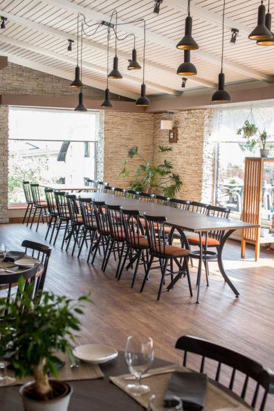 ton-kresli-bariem-restoraniem-8