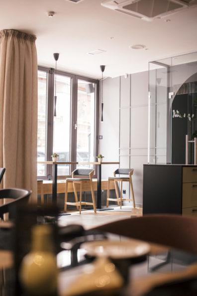 ton-kresli-mebeles-restoraniem-bariem-kafejnicam-6