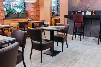 kresli-restoraniem-bariem-viesnicam-11