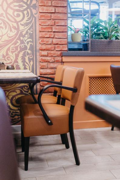 kresli-restoraniem-bariem-viesnicam-14
