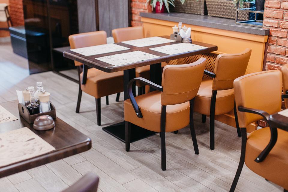 kresli-restoraniem-bariem-viesnicam-15