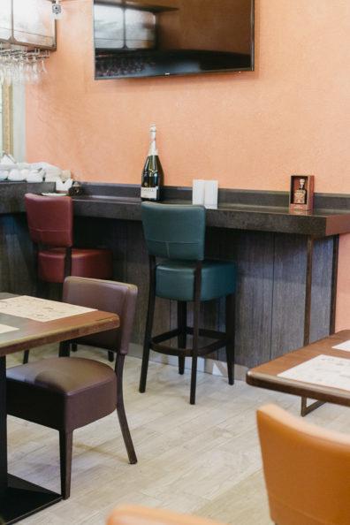 kresli-restoraniem-bariem-viesnicam-2